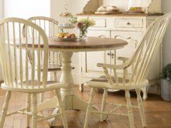 mesa-y-sillas-de-cocina-de-estilo-ingles
